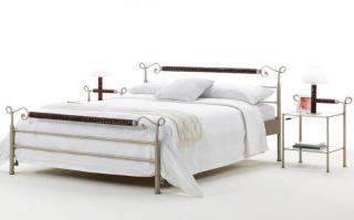 Wasserbetten mit Metallbett